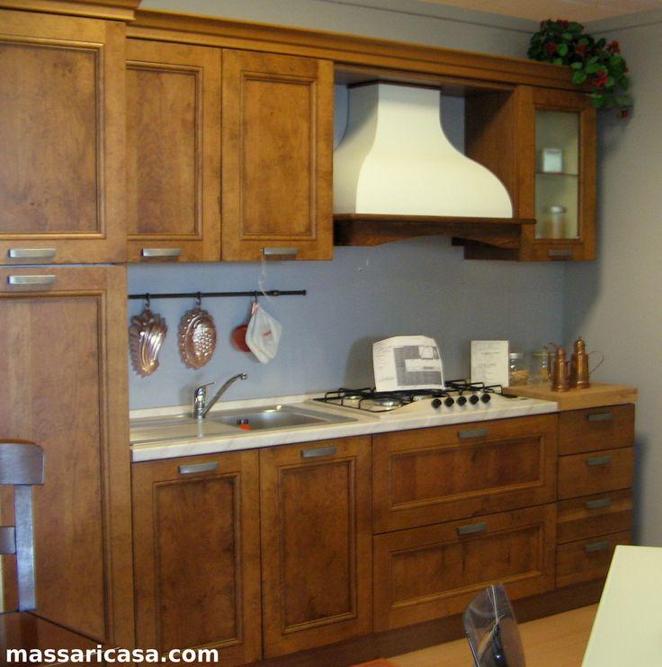 Cucina legno Erika in massello di rovere invecchiato misura 2,80 come foto, completa di frigo 230 lt. Piano cottura da 70 Franke lavello inox due buche. Per info chiamaci allo 0523 837143