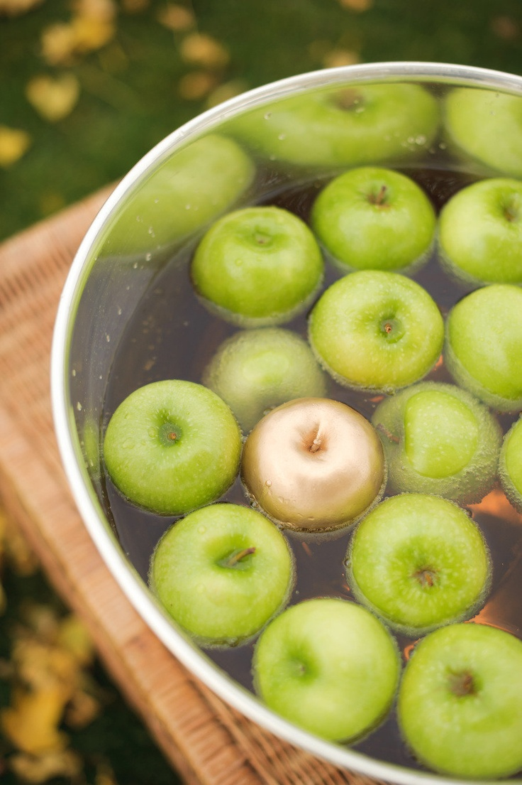 The 25+ best Apple bobbing ideas on Pinterest | Harvest party ...