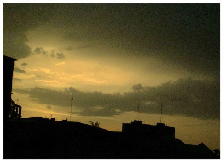 Cuando la tormenta tiñe de negro el cielo