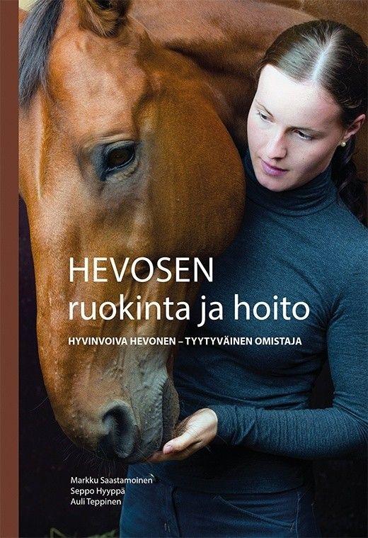 Kuvaus: Uusi Hevosen ruokinta ja hoito -kirja on monipuolinen ja kattava teos hevosten hyvinvoinnista, ravitsemuksesta, terveydenhuollosta ja hevosyrittäjyydestä. Teos pohjautuu uusimpaan tutkittuun tietoon, ja se on tarkoitettu käsikirjaksi hevosalan ammattilaisille, hevosten omistajille ja hevosharrastajille.  Kirjassa perehdytään hevosten hyvinvointiin, ruokinnan suunnitteluun ja terveellisen ruokinnan käytännön toteutukseen. Kirjasta saat neuvoja, miten onnistua tasapainoisessa hevosen…