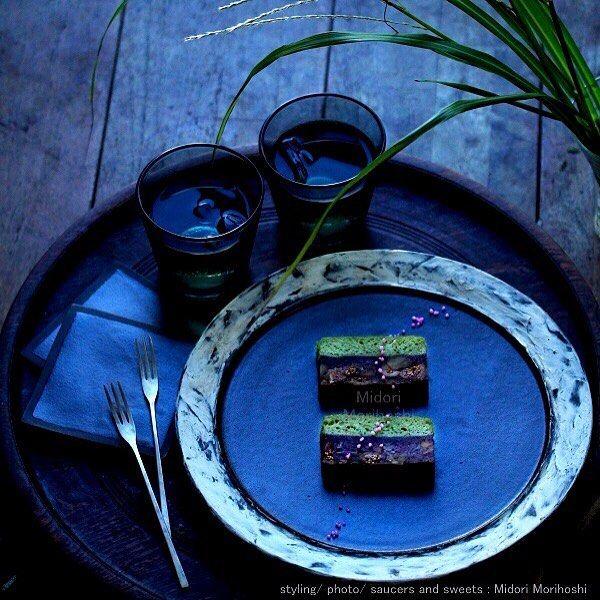 【初秋〜かるかん重ねKarukan-gasane】 無花果とと胡桃の蒸し羊羹にかるかんを重ねて蒸したお菓子を作りました♪ 無花果のプチプチ食感と胡桃の香ばしさが美味しい♡ピンク色の化粧を施したら秋の野原の様な景色になりました。コクのある風味はお茶にもお酒にも良く合います。 I cooked Japanese sweets which expressed scenery of early fall. It's steamed cake with Japanese sweet jellied azuki bean paste made from figs and walnuts and steamed-bun flavored with greentea. These sweets match various drinks and riquor. *styling/ photo/ saucers & sweets : Midori Morohoshi(http://ameblo.jp/greenonthetable/imagelist.html) #和菓子 #蒸し羊羹 #軽羹…