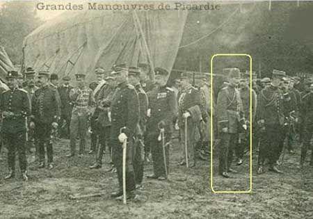 Mustafa Kemal Paris'te Havacılık Fuarında Yabancı Subaylarla