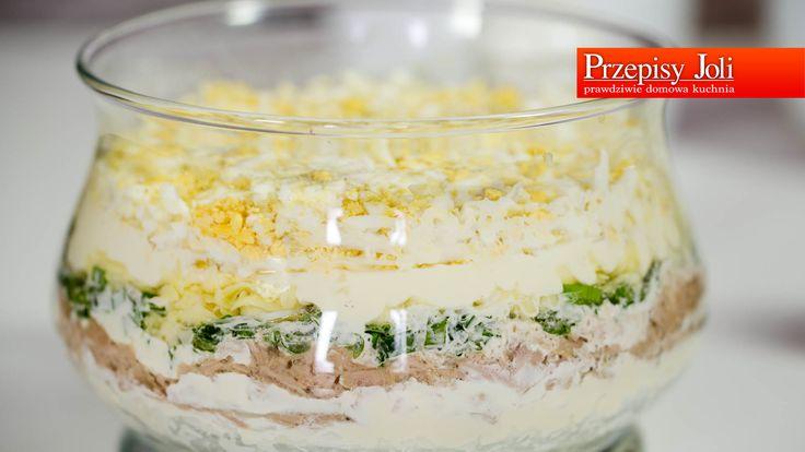 SAŁATKA WARSTWOWA Z TUŃCZYKIEM - najpopularniejsza sałatka warstwowa idealna na specjalne okazje i na spotkania przy wspólnym stole.