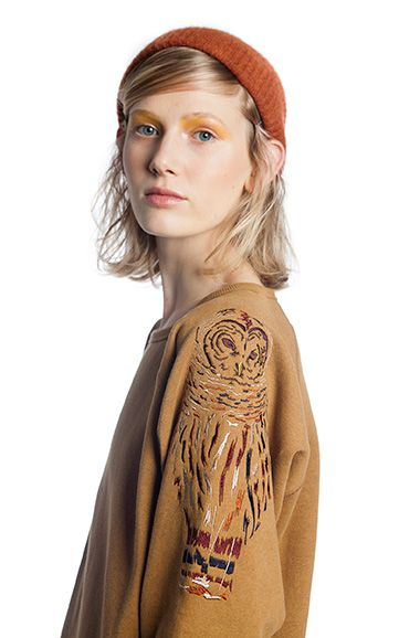 OMSK Belgium - MADONNA - OWL embroidered sweatshirt in golden brown