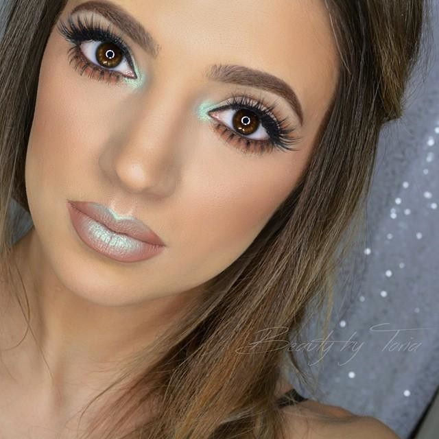 Neutral makeup with a pop of color using Nyx Prismatic Eyeshadow in Mermaid on eyes and lips and High Voltage Lipstick in Stone by beautybytoria