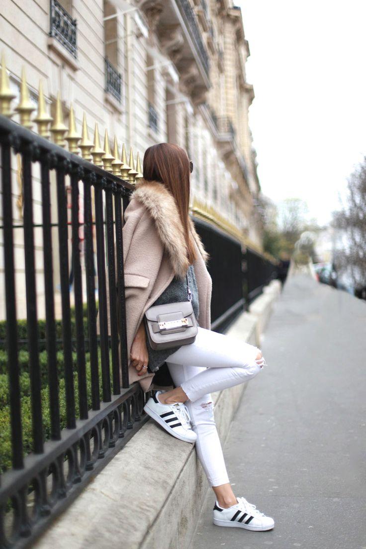 Avenue Montaigne . Paris