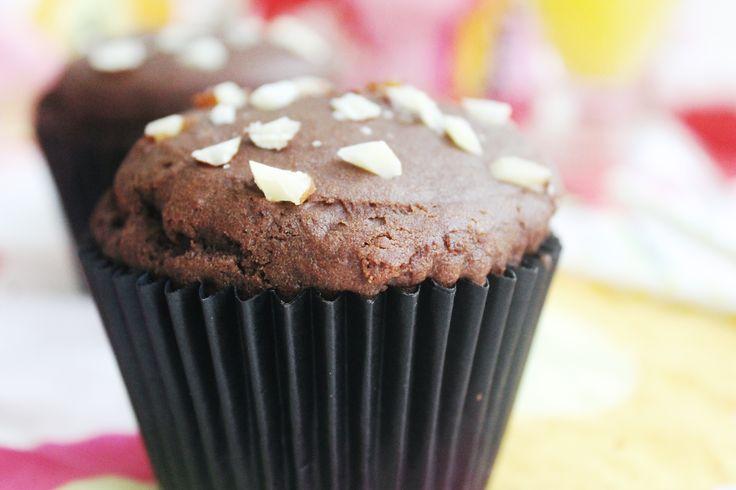 MUFFIN DE CHOCOLATE Y ALMENDRAS SIN TACC - Con #Maizena todos podemos disfrutar de estos excelentes Muffins de chocolate con almendras sin TACC. ¡No te los pierdas! Para que queden suaves y esponjosos podés reemplazar ⅓ de la totalidad del harina por Maizena.