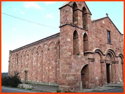 Chiesa di S. Pietro di Zuri, frazione di Ghilarza- La chiesa di San Pietro Apostolo è da annoverare fra i più significativi monumenti dell'architettura medievale isolana. Rappresenta uno dei rari edifici datati e per giunta assegnabili a un architetto individuato per nome, grazie a un'epigrafe che informa pure dell'identità della committenza. La suggestione del monumento viene soprattutto dal materiale costruttivo, la rossa andesite delle cave dell'altopiano di Ghilarza. La fabbrica è…