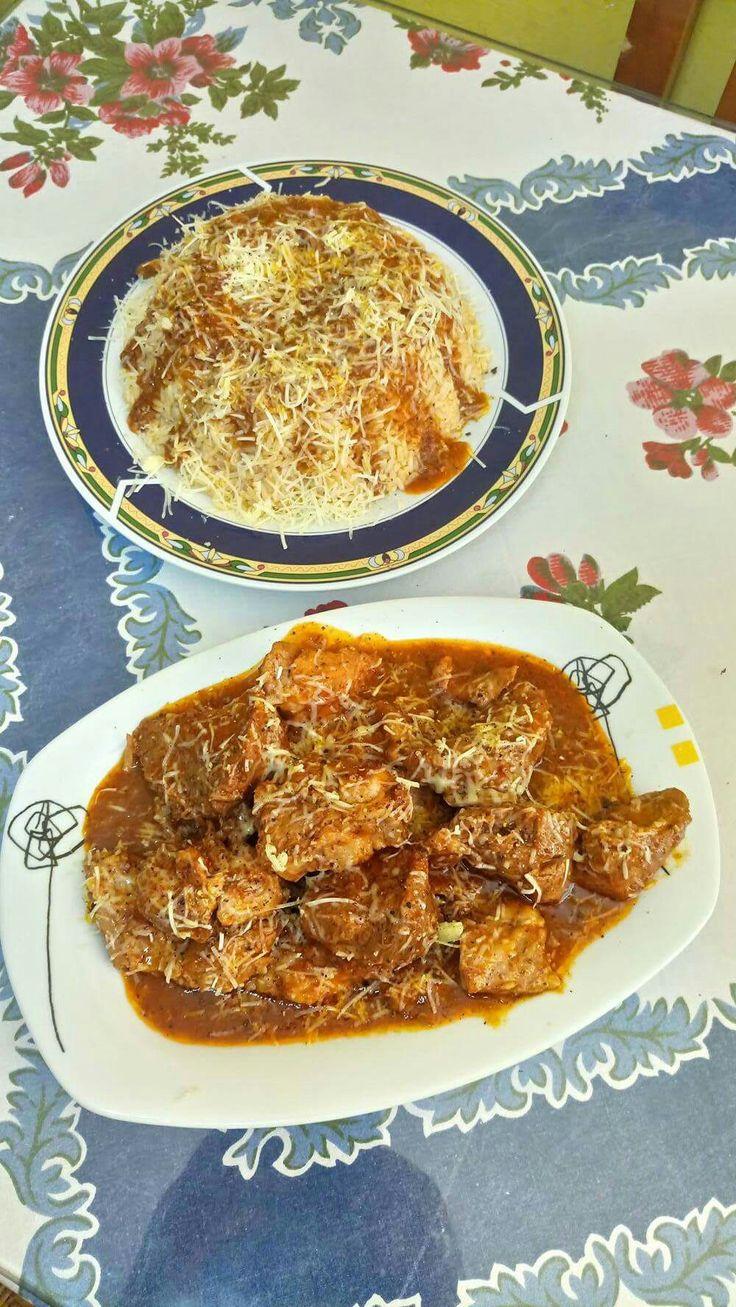 Χοιρινό σπάλα με φρέσκια ντομάτα και μυρωδικά συνοδευόμενο με ρύζι  σπυροτο και τρυμενο τυρί