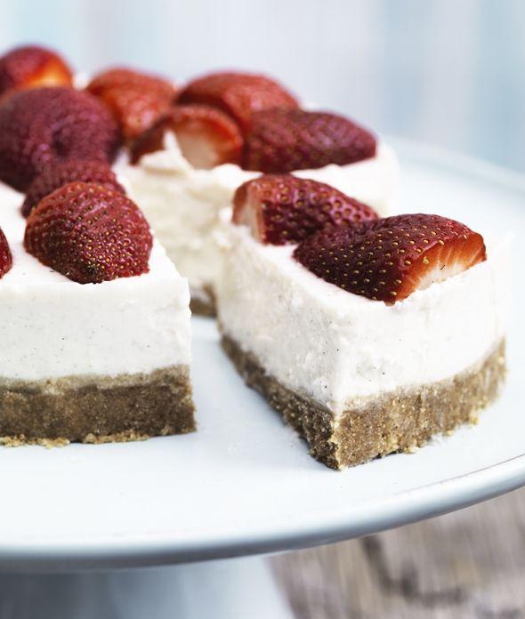 Koldskål-cheesecake med jordbær | Mad & Bolig