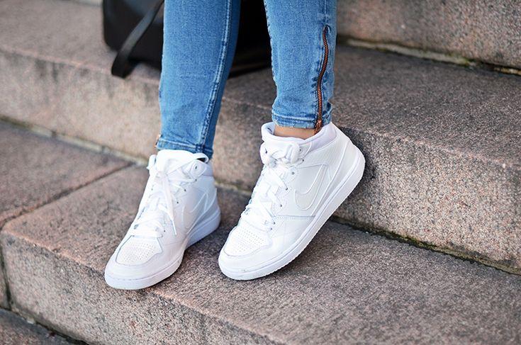 Męskie buty firmy Nike wykonane z wysokiej jakości materiałów co gwarantuje wygodę i komfort użytkowania. Wewnątrz zastosowano bardzo dobrej jakości materiał tekstylny aby poprawić wygodę noszenia buta. #Buty #Nike #Komfort #Wygoda #Sport