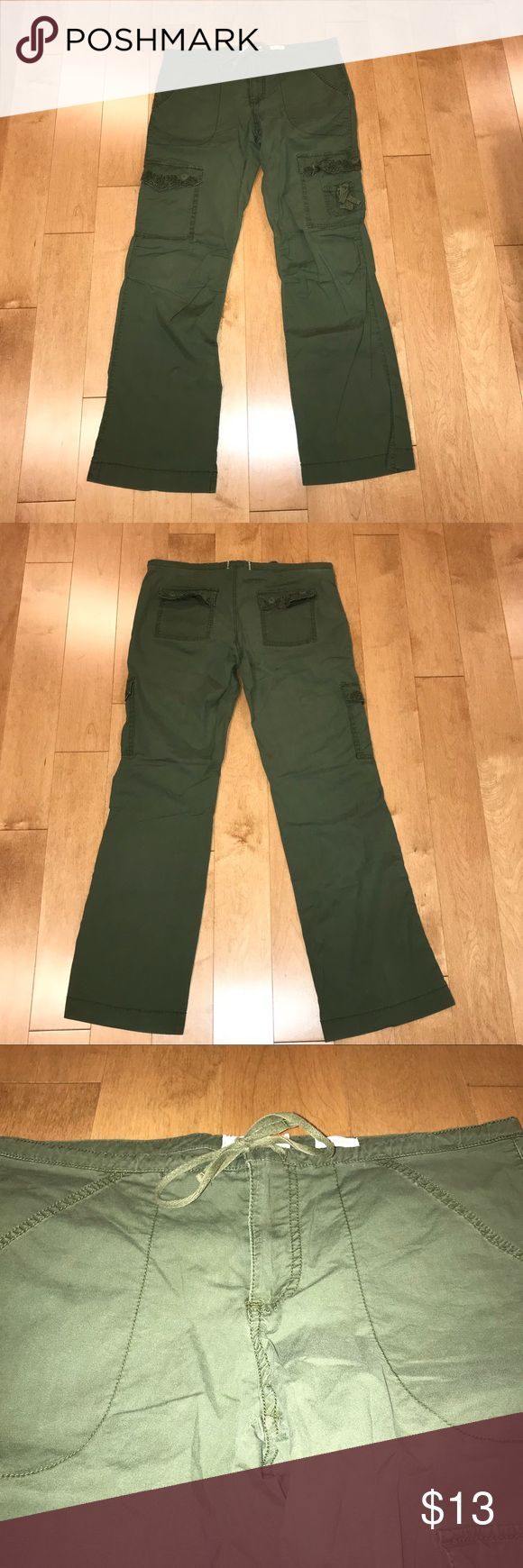 Old navy cargo pants Green old navy cargo pants with cute designs o pockets. Old Navy Pants Straight Leg