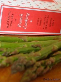 http://www.boldogkukta.blogspot.hu/2012/05/julia-child-17-recept-fott-sparga.html