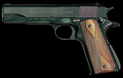 M-1911 A1 modelo Government, con las especificaciones militares (USGI) que es un clon de la pistola Colt M1911 A1 (versión azul).