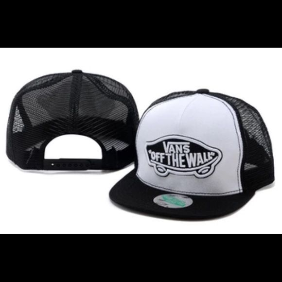 Vans Off the Wall SnapBack I order this from Amazon didn't fit my head size so I never wore it. Good condition Vans Accessories Hats