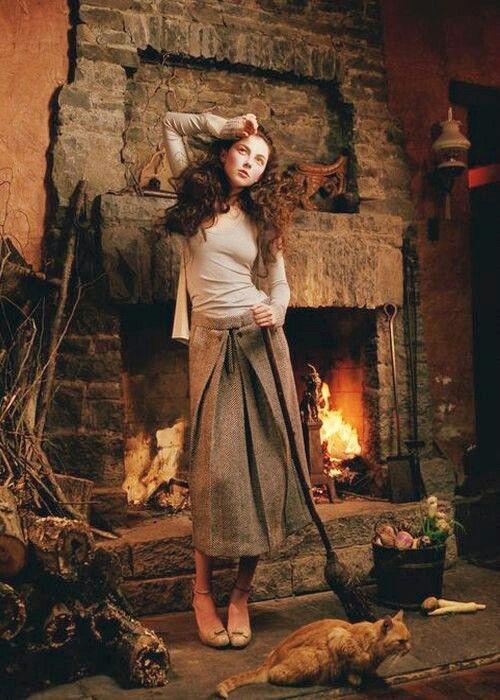 Ведьма из Диких Земель Рыжий кот Метла Камин Дом ведьмы