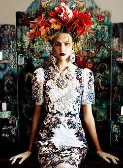 sheistheblinddoll:    Karlie Kloss by Mario Testino for US Vogue, 2012
