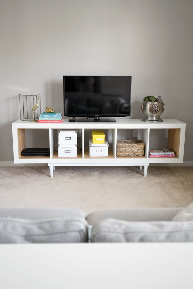 10 DIY pour fabriquer son meuble TV // http://www.deco.fr/loisirs-creatifs/photos-82656/
