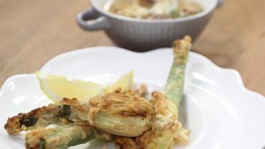 Gevulde courgettebloem met mozzarella en een echte ajuinsoep