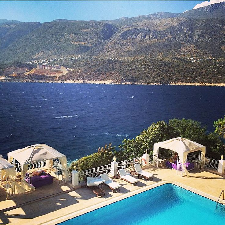 Sabah Uyandığımda Odamdan Gördüğüm Manzarayı Hemen Paylaşayım Burası Kaş'ın Çukurbağ Yarımadasında yer alan Lukka Exclusive Hotel.  ☎️ 0242-8361420  www.kucukoteller.com.tr/lukka-otel #kas #kaş #antalya #gunaydin
