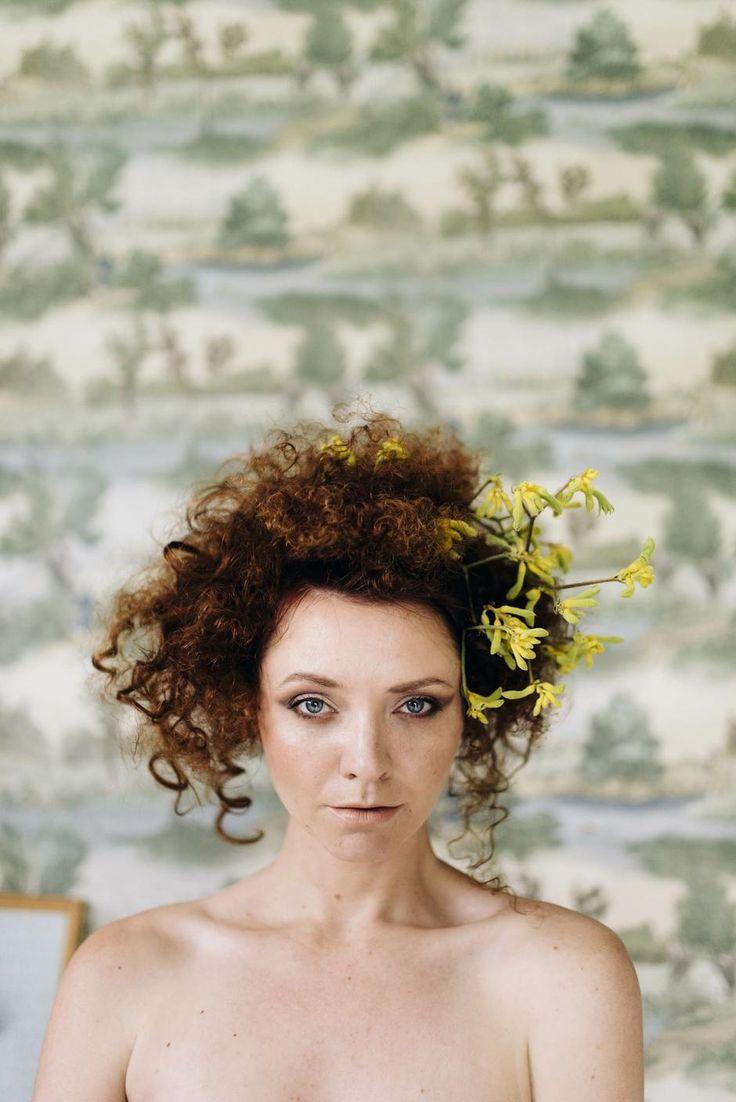 Karolien with flowers | FOX & CO