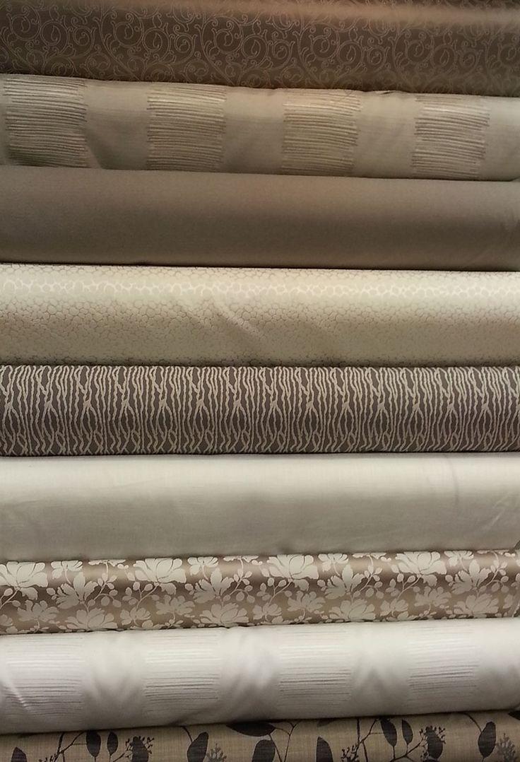 Tissus d'ameublement en 1m50 de large, coton et polyester ou polyester seul.  Très beau rendu pour vos confections de doubles rideaux et sièges décoratifs.