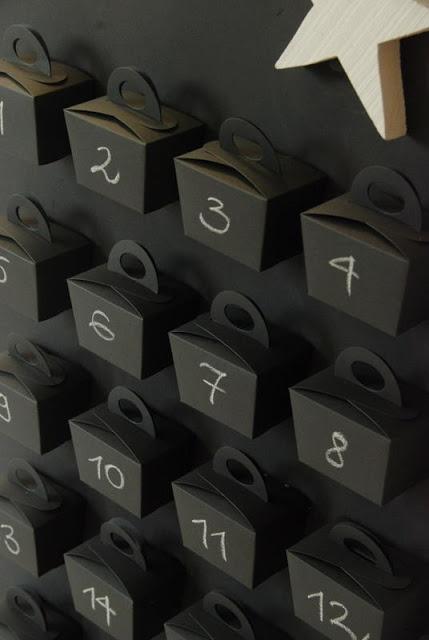 Calendrier de l'avent. Voir le calendrier complet : http://1.bp.blogspot.com/--SM9zEtKNF4/TtObB2U--cI/AAAAAAAAHmw/4sK2qzfmRe0/s1600/DSC_0064-1.JPG