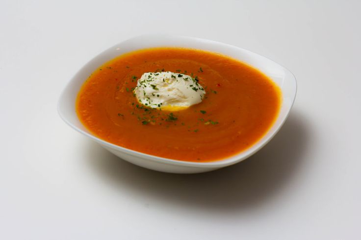 Spicy pompoensoep recept met flespompoen, zoete aardappel en room. Erg lekker en gezond, dol op pompoen recepten! En makkelijk te maken!