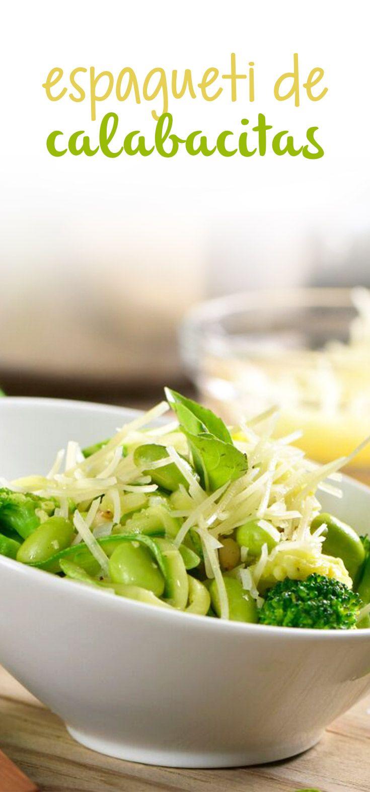 Si te encantan las pastas y estas cuidando tu consumo de carbohidratos, esta receta de spaghetti de calabaza te encantará, no notaras la diferencia entre las calabazas y la pasta y seguro a tus hijos les encantará.