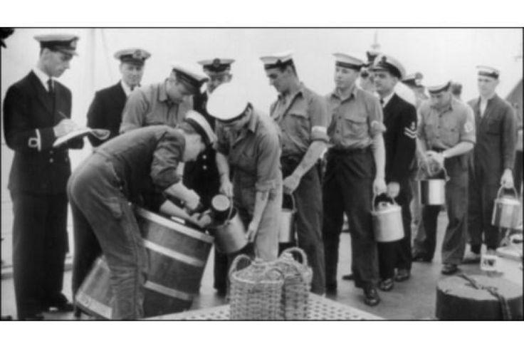 В течение столетий матросы британского королевского флота выстраивались на палубе около полудня в ожидании адмиралтейской чарки. 31 июля 1970 года, в день, который вошел в историю флота под названием День черной чарки, в последний раз матросы следили, как солнце прошло над ноком реи и выдача рома перестала быть частью морских традиций. Последнюю чарку подняли в честь королевы, после чего сосуды бросили за борт. Моряки надели в тот день траурные черные повязки, а в одном из центров подготовки…