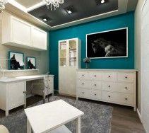 Czarny podwieszany sufit w pokoju typu glamour, dla nastolatki.