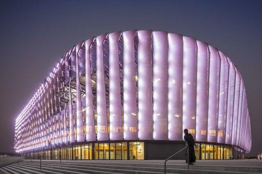 Es impresionante la iluminación de la fachada de este estadio © Fernando Guerra | FG+SG