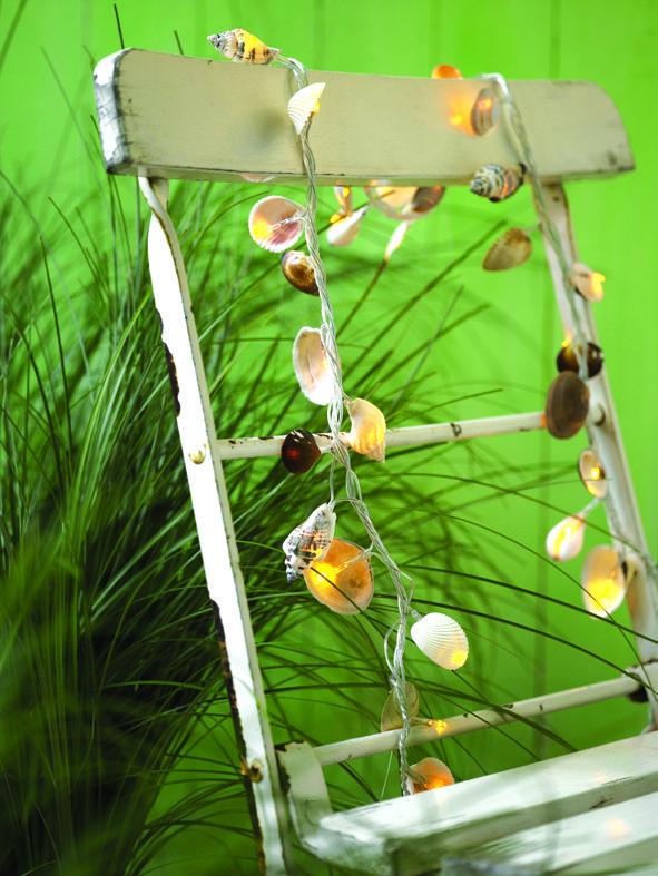 Περιοδικό Έτσι Απλά | Φωτεινές διακοπές Led lights girland decorated with shells