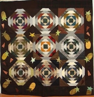 "Love the border and the color choices on this fabulous pineapple quilt from the ""quiltwalktalk"" blog."