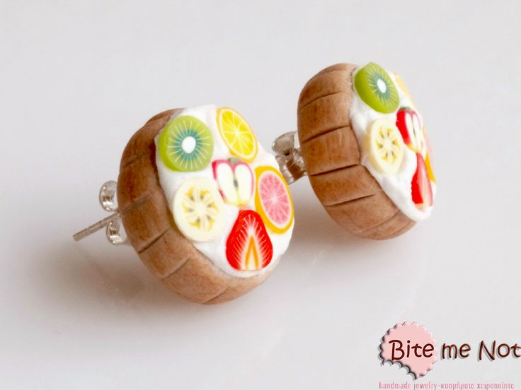 Fruit tarts -Silver plated stud earrings with silicone stoppers!  -Handmade fruit tarts with strawberry, banana, orange, kiwi, apple and grapefruit slices! -Realistic food miniatures-non edible-wearable-collectable!