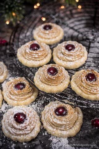 Marzipankringel mit Marmelade (lifeisfullofgoodies.com) – Rezeptideen für Weihnachten und Advent