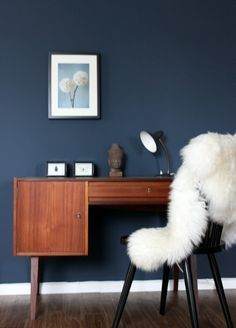 Dark feature wall #lallows #interior Dulux paint - Sapphire Salute www.lallows.com