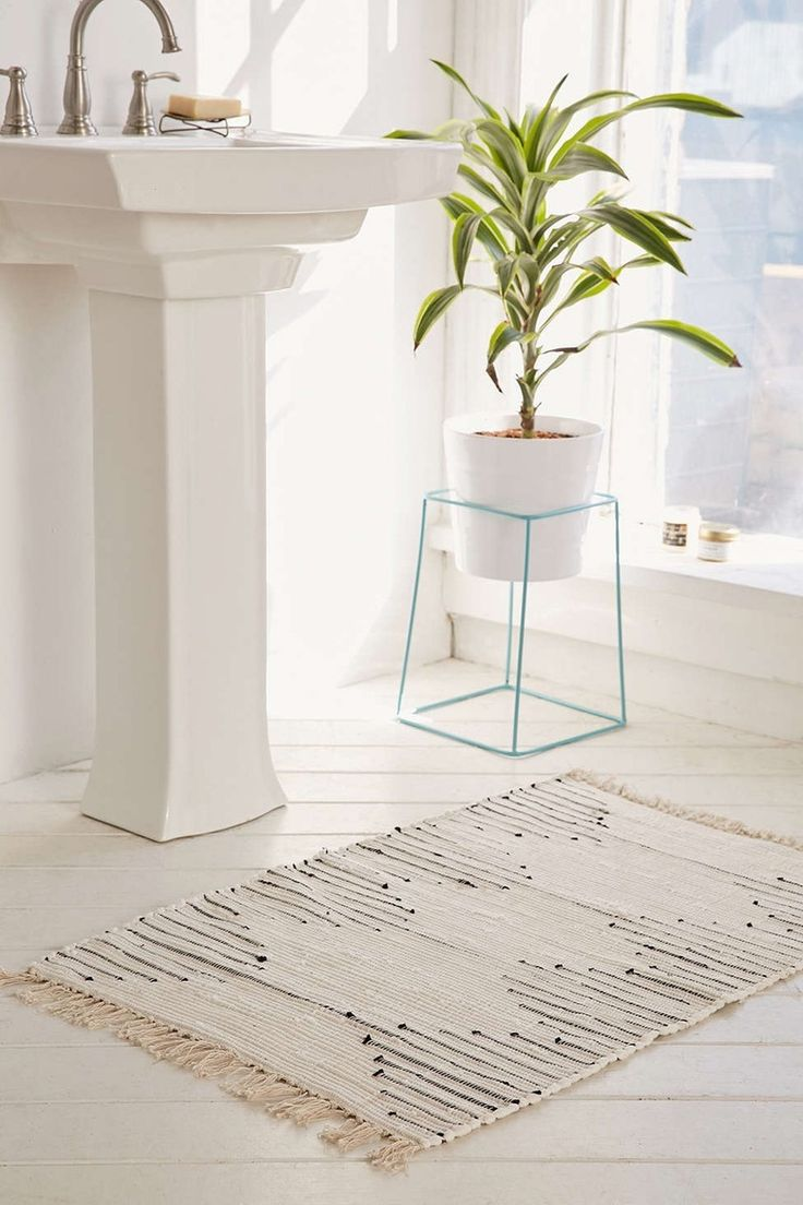 Save this for a variety of budget-friendly statement rugs your home needs.