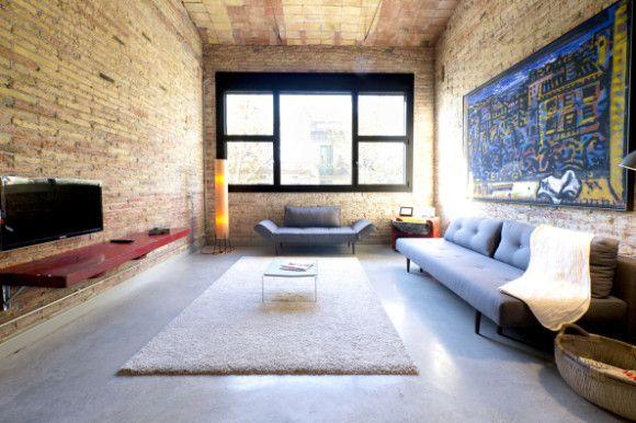 Hay algo en este #loft industrial minimalista de #Barcelona que hace que fluya nuestra creatividad. Si estás buscando un lugar en el que trabajar en tu tesis, éste puede ser el lugar perfecto.