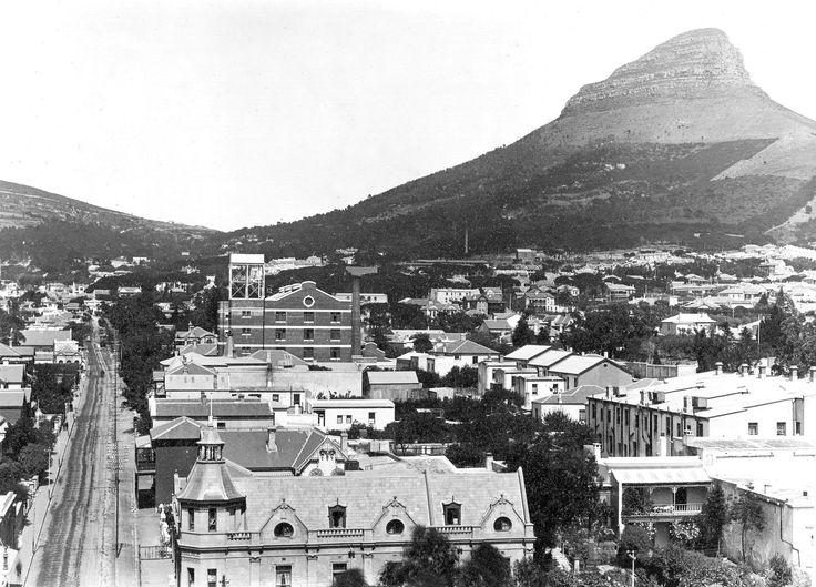 Tamboerskloof area, Cape Town | Kloof Street to left. c1905  Photo: Arthur Elliott (1870-1938)  Wikipedia Entry