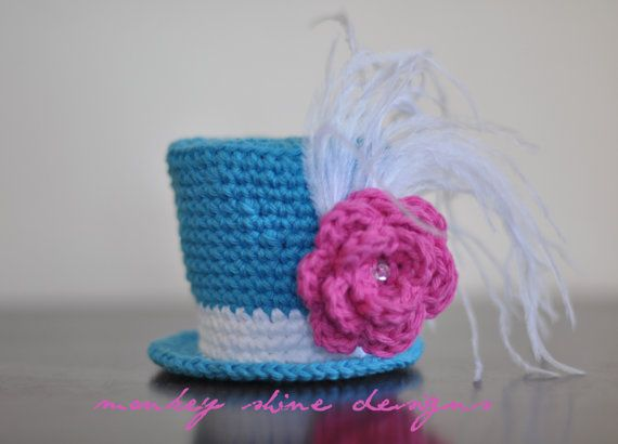 Mini Top Hat  tooo cute - would be great for an Alice in Wonderland photo shoot - The Mad Hatter Tea Party...
