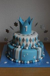 Blauw/wit/zilver taart met kroon en sterretjes