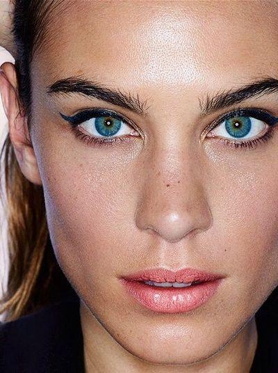 navy eyeliner and coral lips on Alexa Chung