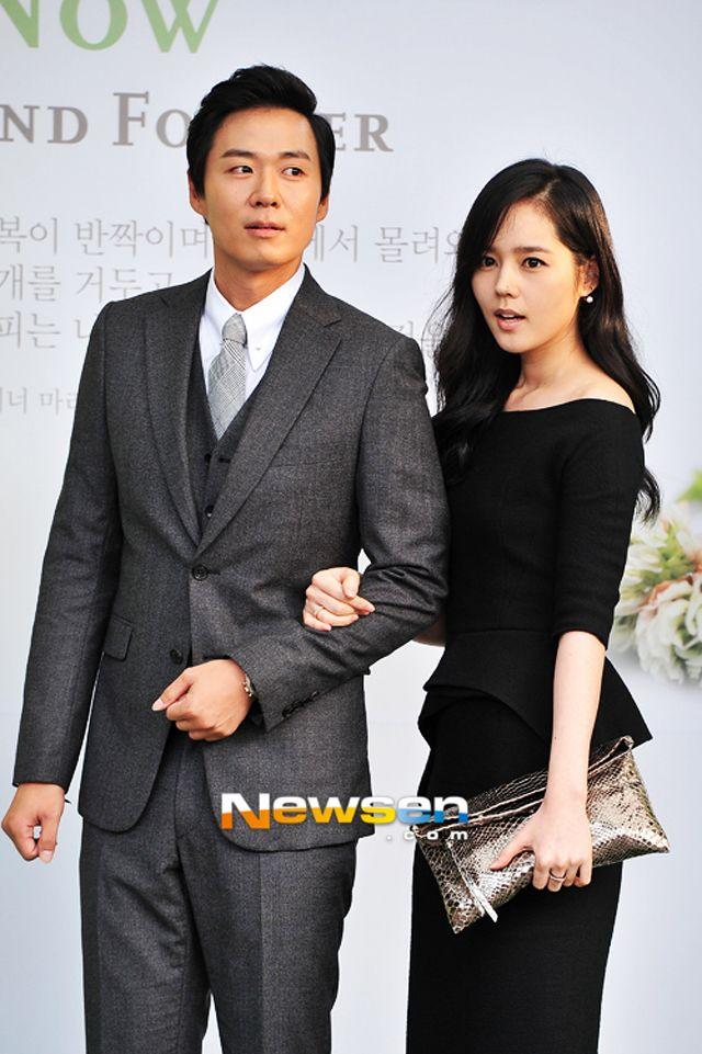 Yun Jung Hoon and Han Ga In at Lee Byung Hun and Lee Min Jung wedding. That dress.