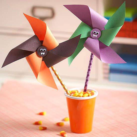 Get into the friendly Halloween spirit with these cute kiddie vampire pinwheels made from construction paper and pencils.