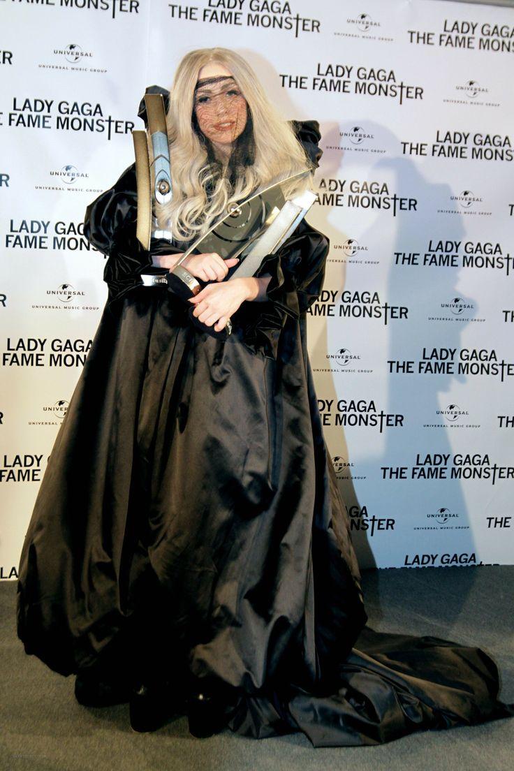 Gaga wizard dress.. hmm..
