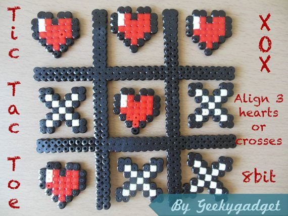 Jeu Tic Tac Toe geek (8 bit-pixel art) coeurs et croix en perles Hama hama beads, hearts and cross, gift