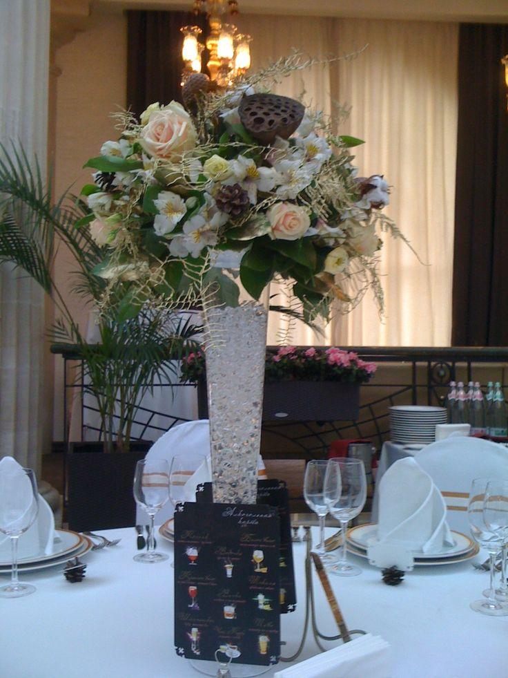 Украшение столов: центральная композиция свадьба цветы #wedding лотос розы альстромерия wedding centerpieces