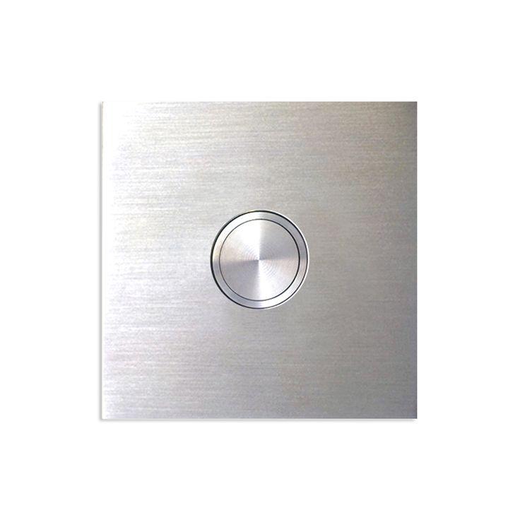 Türklingel KK 75 - Klingelplatte aus gebürstetem Edelstahl mit einem hochwertigen Klingeltaster und Mikroschalter ist staub- und spritzwassergeschützt und auf einer Fläche plan montiert. Mit Klingeltaster und Mikroschalter. Klingeltaster flächenbündig mit Klingelplatte. Plattenstärke 2 mm, Einbautiefe 30 mm. Durchmesser Taster 19 mm. Staub und Spritzwasser geschützt nach Schutznorm IP 67.
