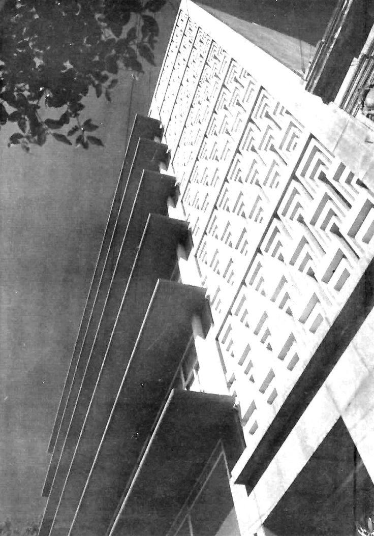 Detalle de la fachada, Edificio de Comercial y de Oficinas, Niza 6, Col. Juárez, México DF 1951   Arq. Carlos Reygadas -  Detail of the facade, Office building with Commerical space, Niza 6,  Zona Rosa, Mexico City, 1951